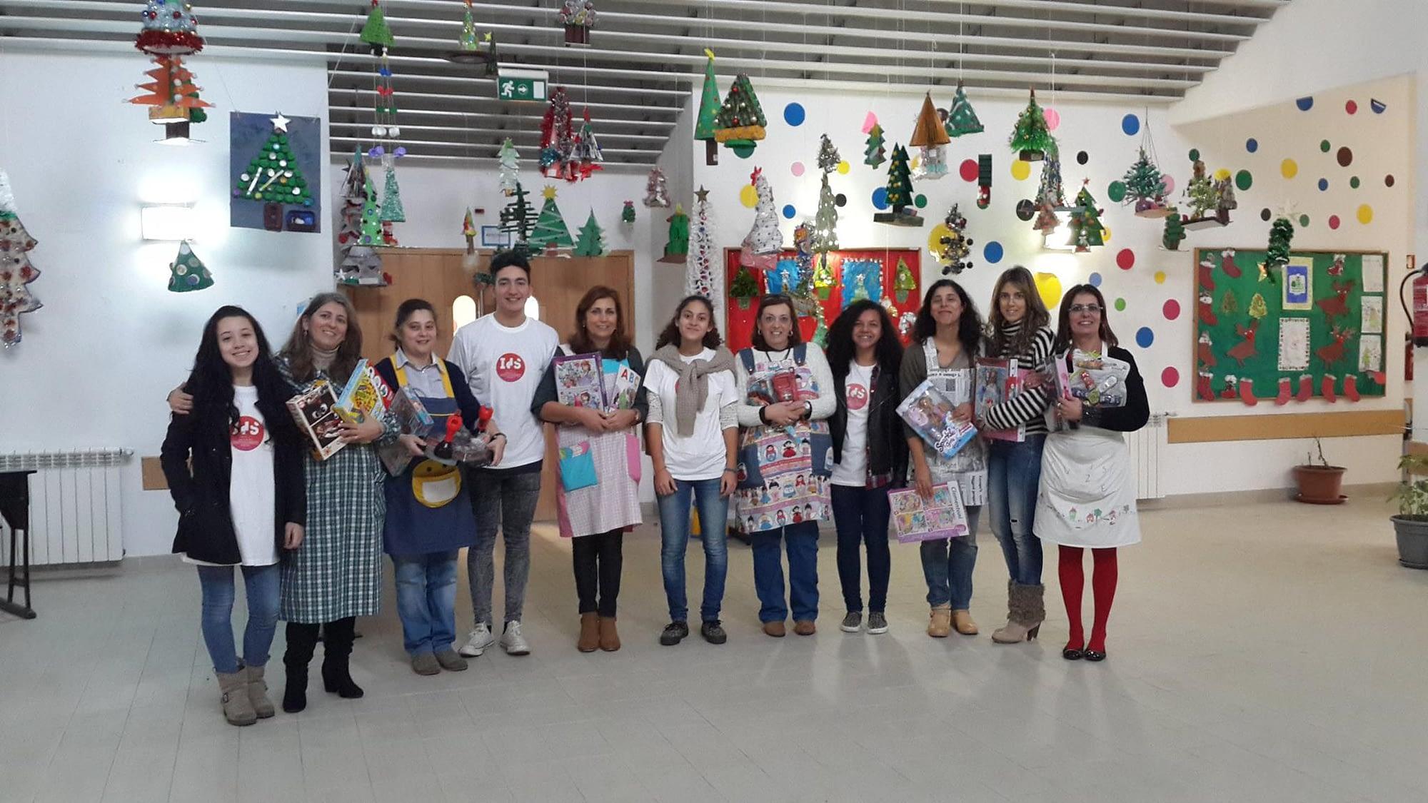 Entrega de brinquedos a instituições do Bairro Padre Cruz